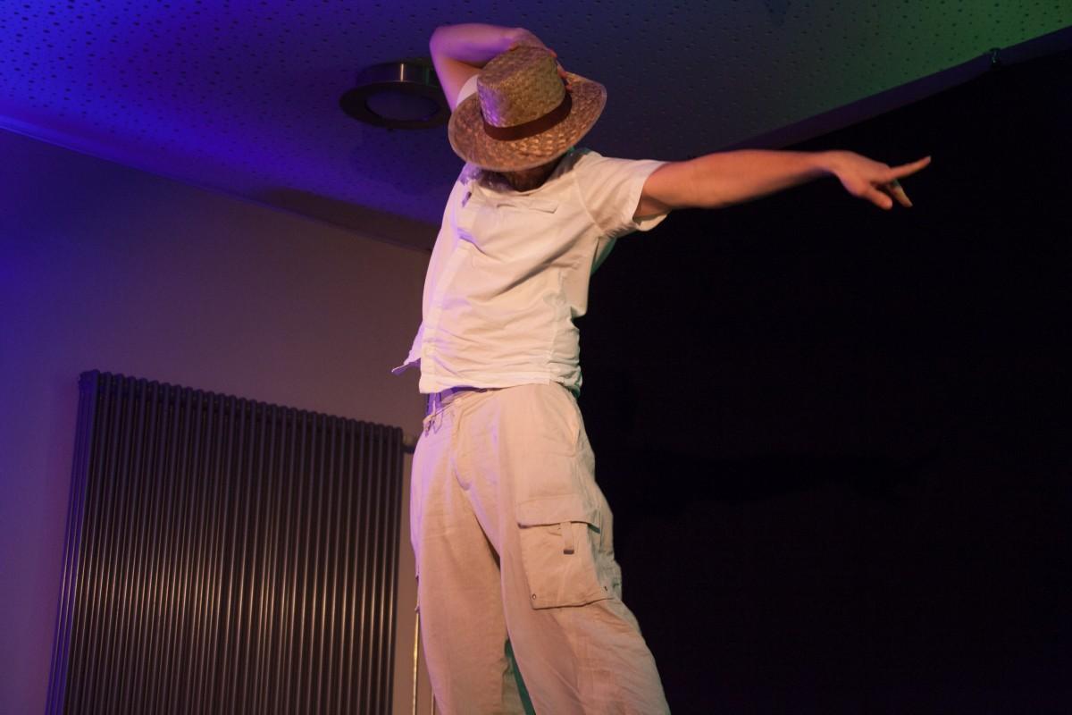 Michael Jakob tanzt als wäre er im P1