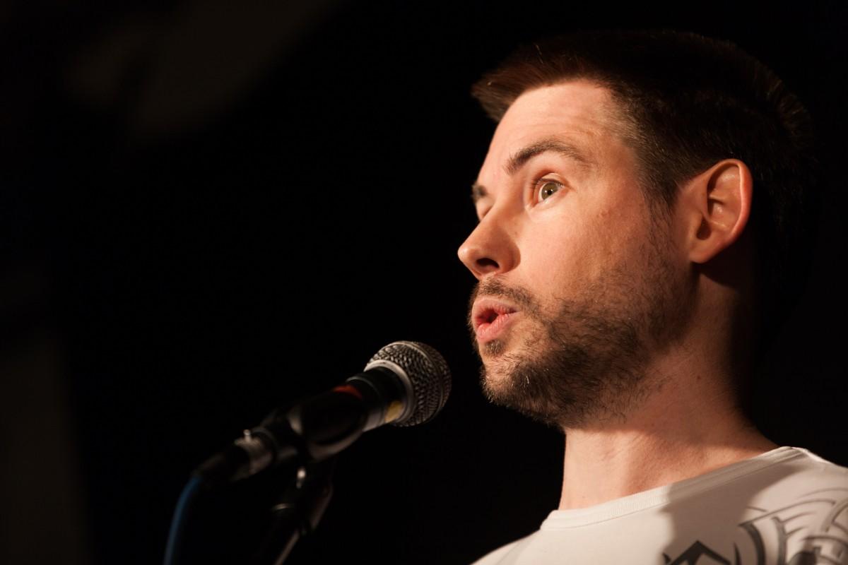 <b>Ingo Winter</b> - poetry-slam-fuerth-highlander-2015-3-1200x800