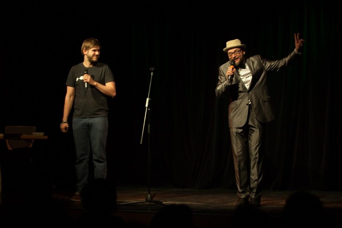 Moderator Michael Jakob und DJ Felix Kaden